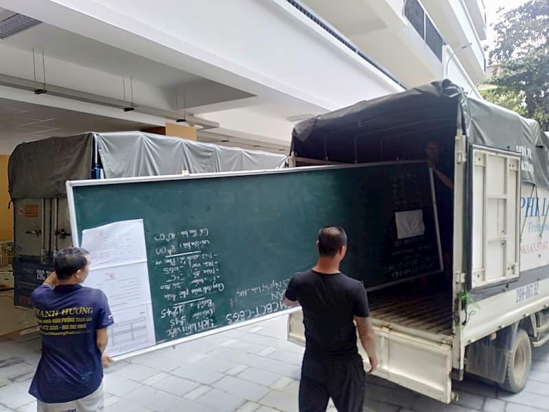 Xe tải chuyển nhà tại đường gia thụy