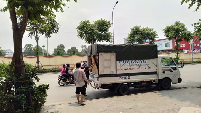 Xe tải vận chuyển tại đường Phúc Diễn