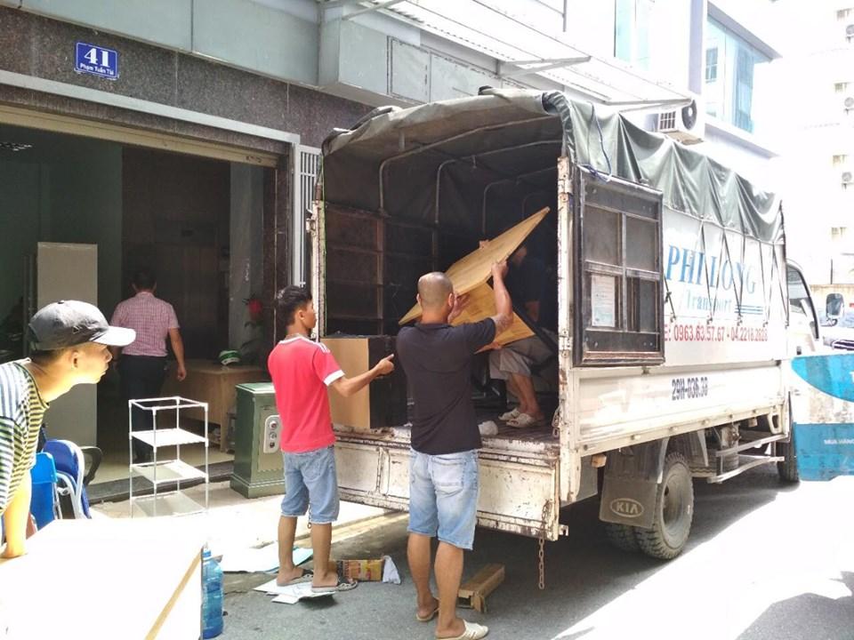 Xe tải chở hàng từ phố An Xá đi Hải Dương